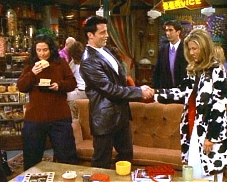 Rachel (Jennifer Aniston, r.) ist außer sich vor Freude, als sie den berühmten Schauspieler Joey Tribbiani (Matt LeBlanc, M.) kennen lernt. Monica... - Bildquelle: TM+  2000 WARNER BROS.