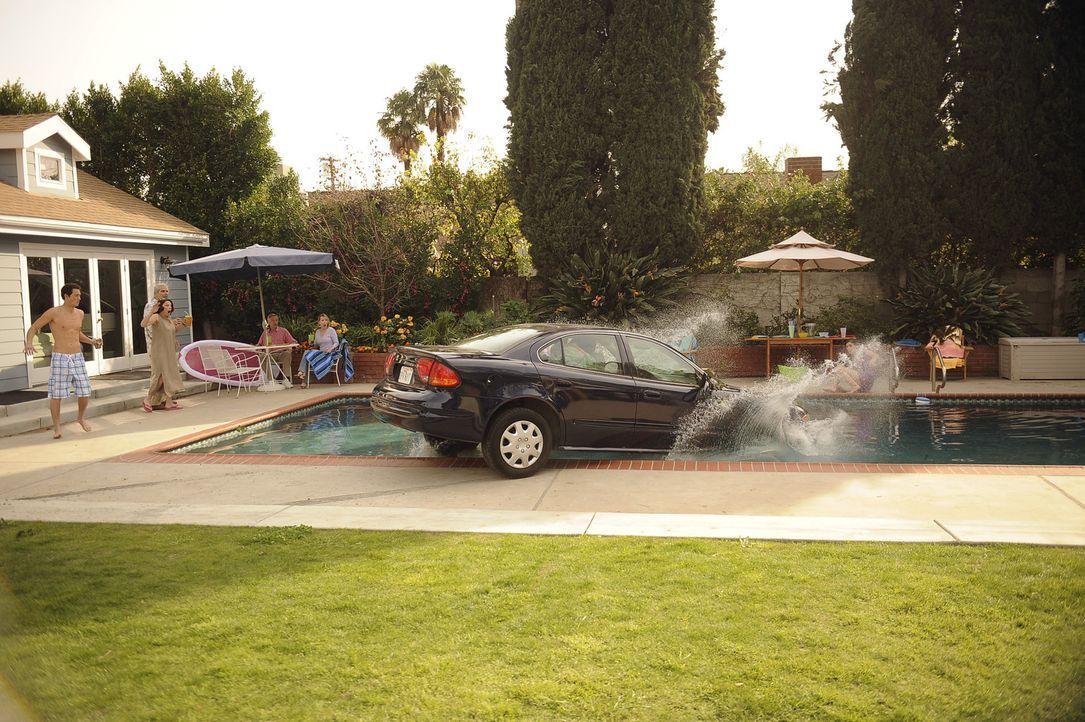 Jules hat eine relativ ungesunde Angewohnheit, sie erledigt sämtliche Telefonate während ihrer rasanten Autofahrten. Nachdem sie allerdings durch... - Bildquelle: 2009 ABC INC.