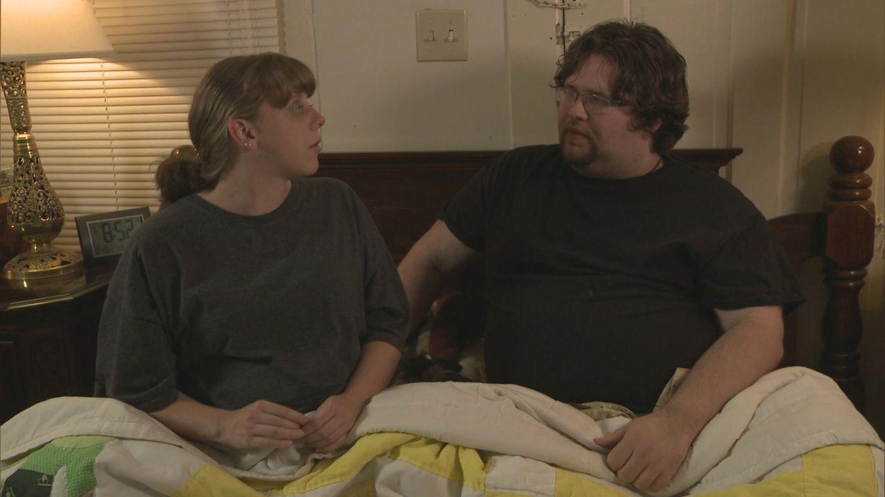 Thai (l.) ist geschockt, als ihr Freund Adam (r.) ihr klarmacht, dass er ihre Tochter nicht großziehen will ... - Bildquelle: 2013 NBCUniversal Media, LLC