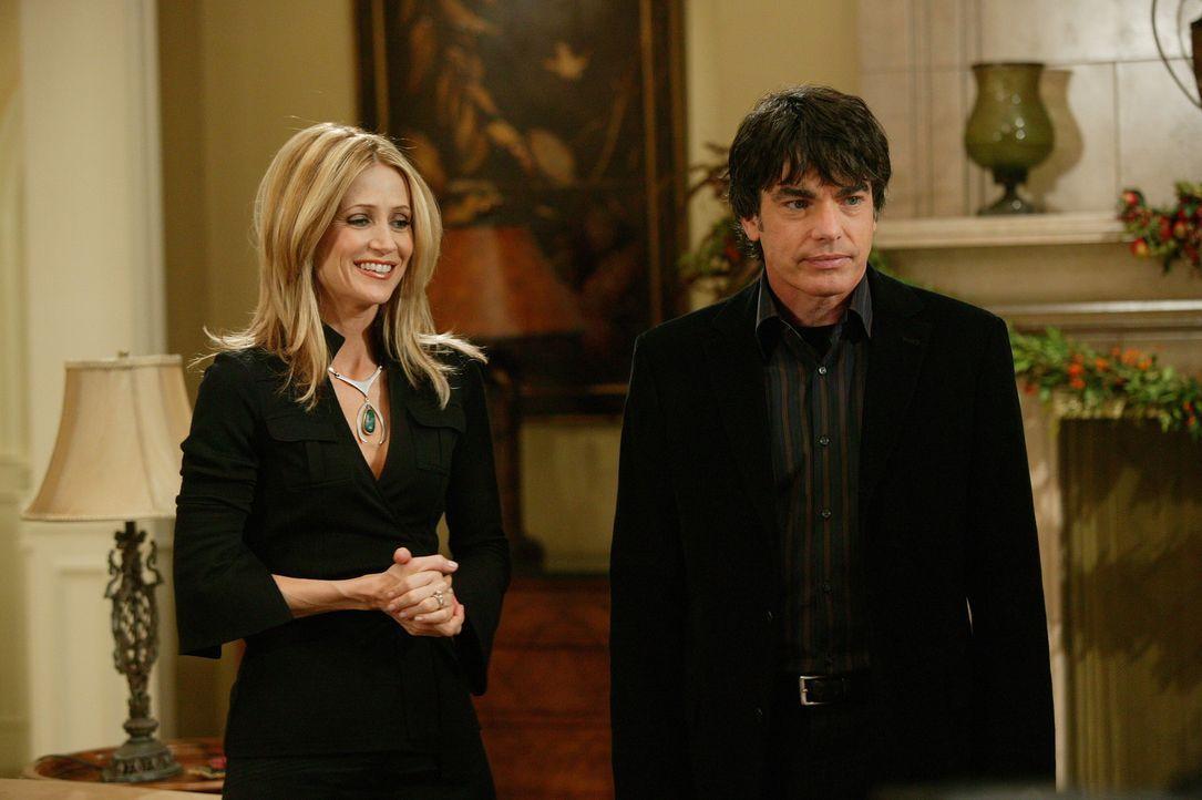 Um Rachel und Jimmy miteinander zu verkuppeln, haben Kirsten (Kelly Rowan, l.) und Sandy (Peter Gallagher, r.) beide zu Thanksgiving eingeladen ... - Bildquelle: Warner Bros. Television