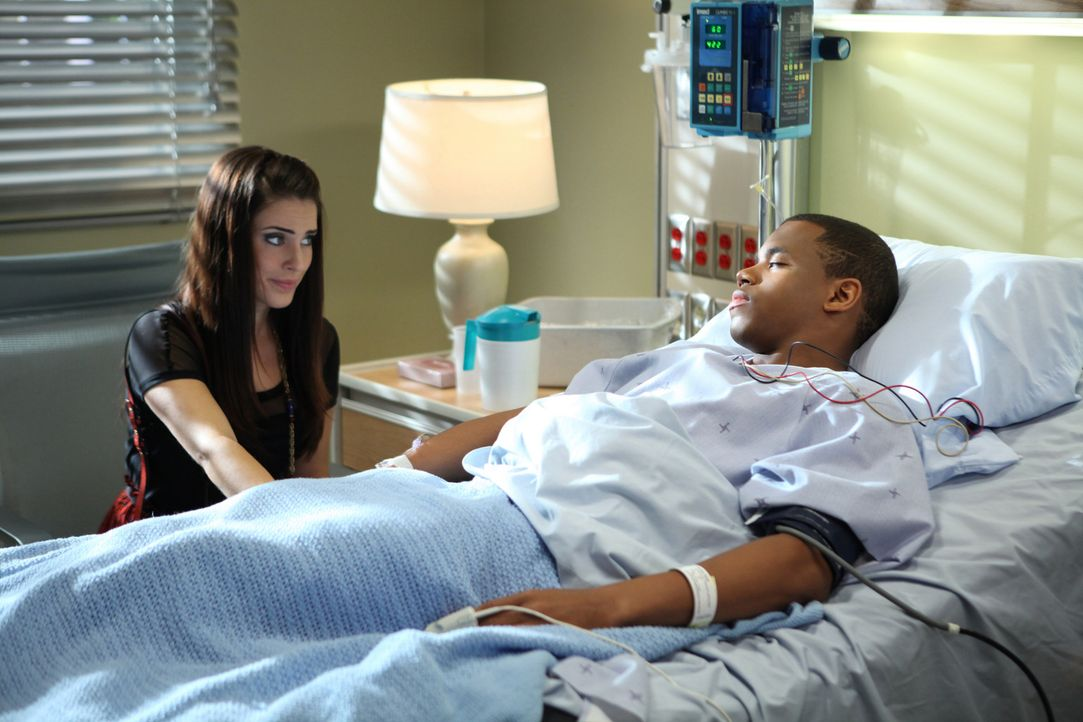 Wird Adrianna (Jessica Lowndes, l.) es übers Herz bringen und Dixon (Tristan Wilds, r.) von ihrem Seitensprung mit Taylor erzählen?