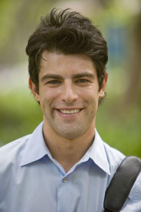 Trifft mit Evan eine Vereinbarung: Michael (Max Greenfield) ... - Bildquelle: 2008 ABC Family