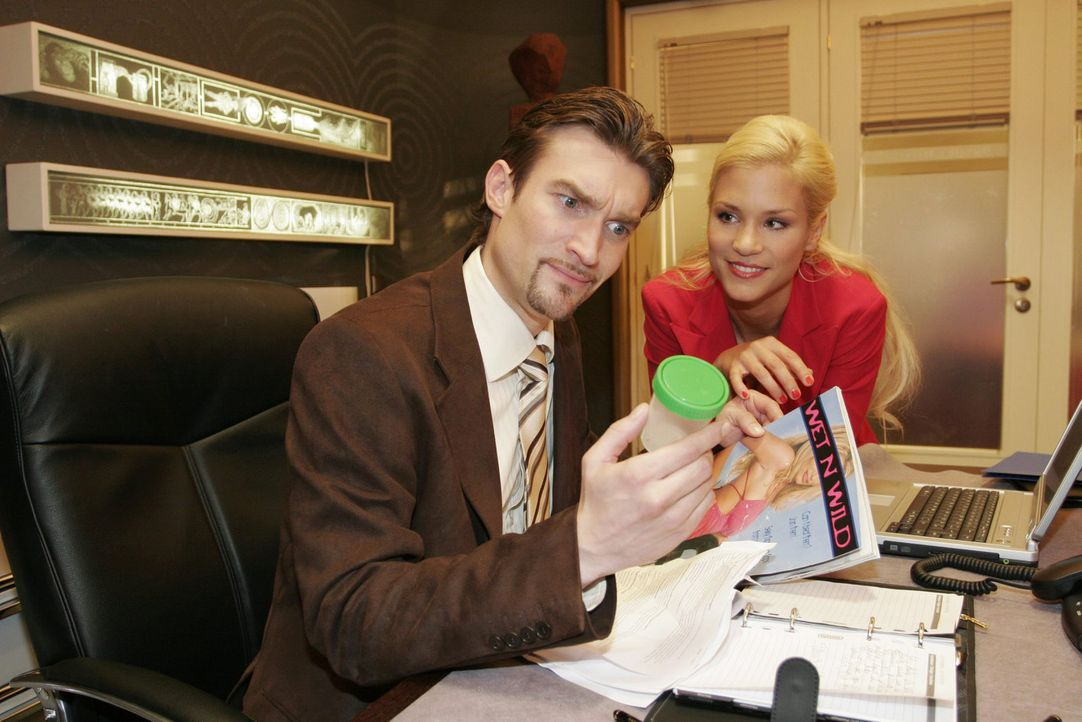 Sabrina (Nina-Friederike Gnädig, r.) will, dass Richard (Karim Köster, l.) seine Zeugungsfähigkeit testen lässt. Doch Richard lehnt ab. - Bildquelle: Noreen Flynn Sat.1