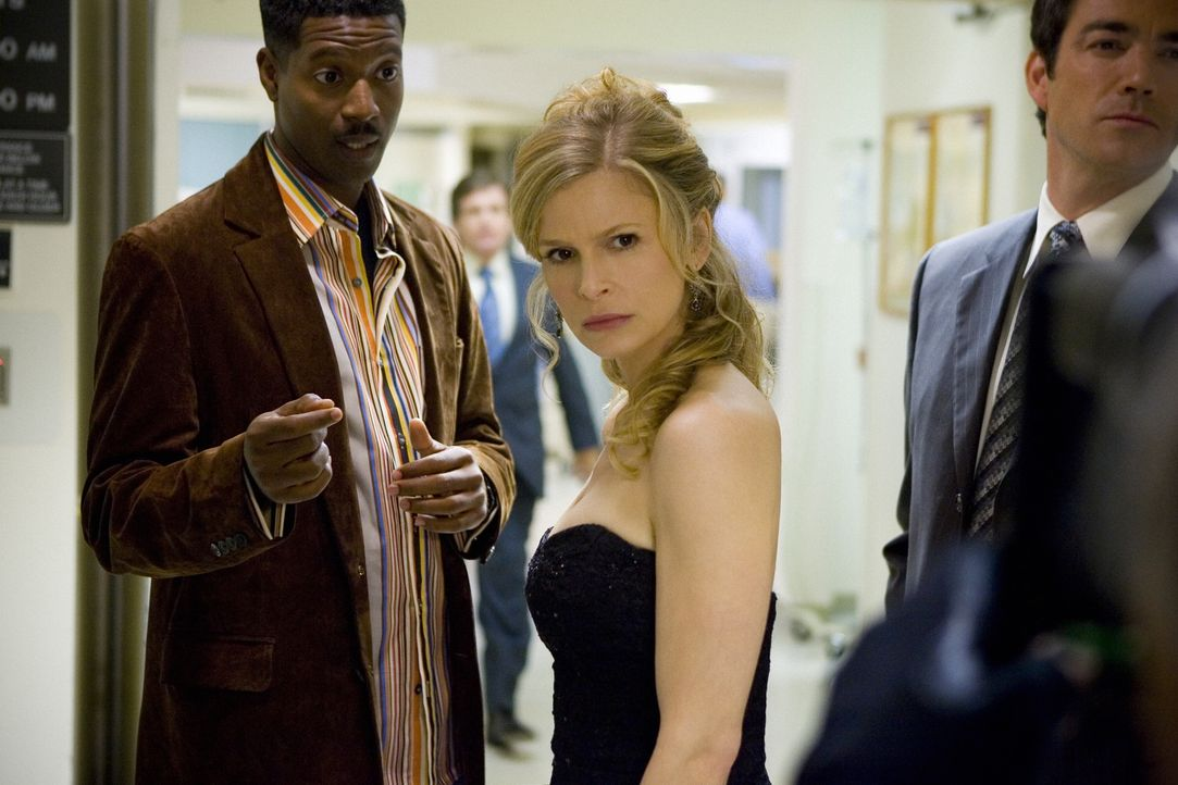 Als ein kleiner Junge im Krankenhaus während einer Routineoperation stirbt, steht für Brenda (Kyra Sedgwick, M.) und ihre Kollegen David (Corey Reyn... - Bildquelle: Warner Brothers