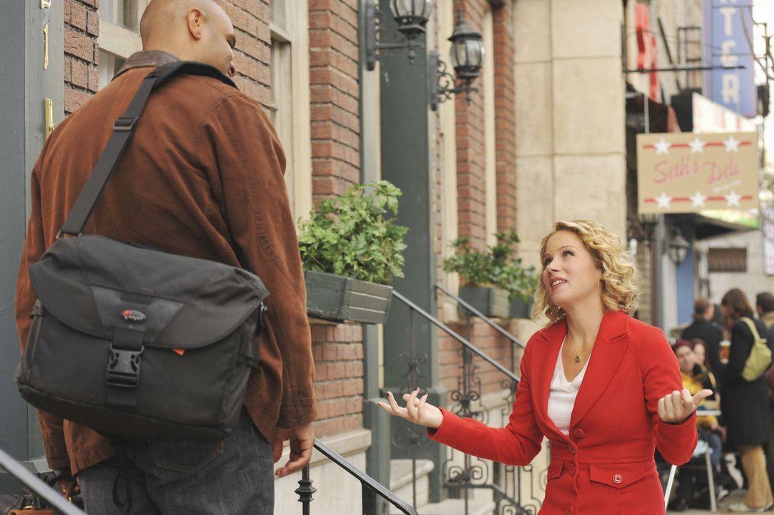 Um Todd bei der Jobsuche zu helfen, versucht Samantha (Christina Applegate, r.) alles. Doch dabei merkt sie nicht, dass sie Wes Green (Dondre T. Whi... - Bildquelle: 2008 American Broadcasting Companies, Inc. All rights reserved.