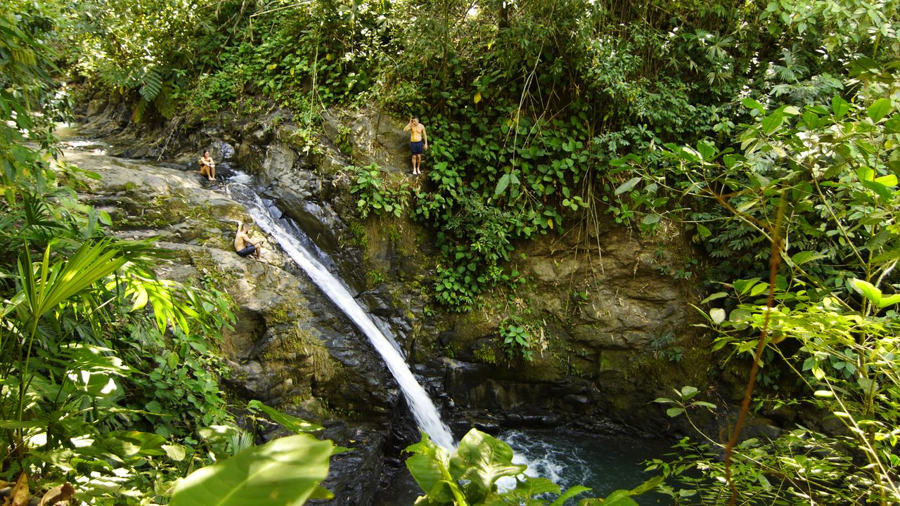 "Am ""Uvita Wasserfall"" in Puntarenas in Costa Rica kann man wunderbar schwimmen und die Natur genießen ... - Bildquelle: 2017,The Travel Channel, L.L.C. All Rights Reserved"