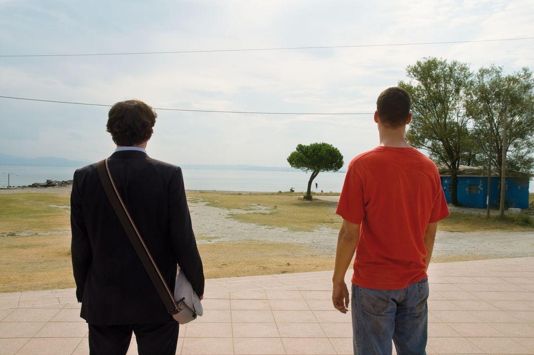 Endlich am Ziel: Vincent (Florian David Fitz, r.), Marie und Alexander (Johannes Allmayer, l.) ... - Bildquelle: 2010 Constantin Film Verleih