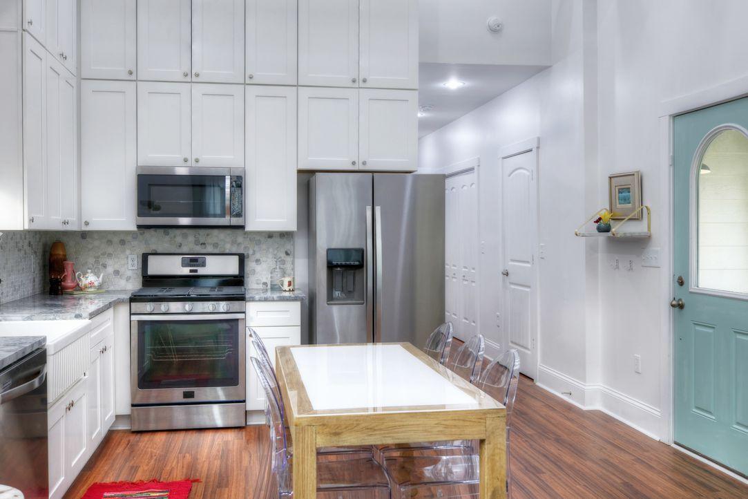Der Grundriss ist zwar nicht groß, aber durch das Versetzen von ein paar Wänden schaffen Mina und Karen mehr Raum. - Bildquelle: Joe Robbins 2017,HGTV/Scripps Networks, LLC. All Rights Reserved