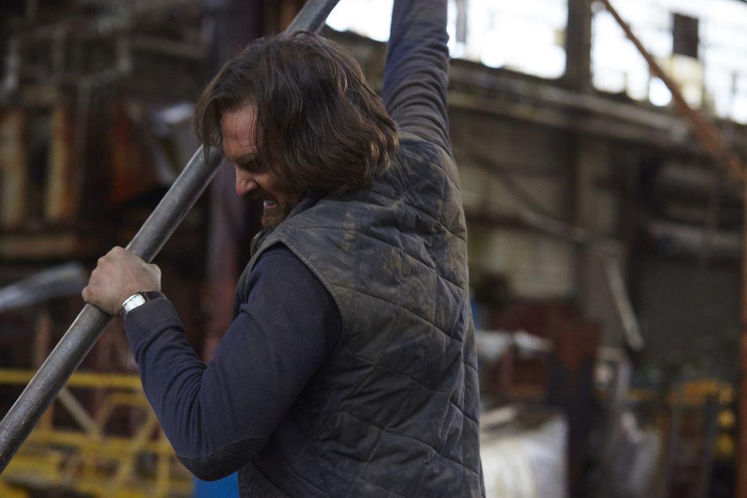 Wird Jeremy (Greg Bryk) seinen Sohn wirklich umbringen oder kann Clay wieder Herr über seinen Körper werden? - Bildquelle: 2015 She-Wolf Season 2 Productions Inc.