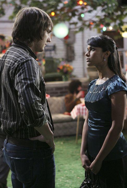 Nachdem, was Rebecca (Dilshad Vadsaria, l.) veranstaltet hat, ist Cappie (Scott Michael Foster, l.) sehr enttäuscht von ihr ... - Bildquelle: ABC Family