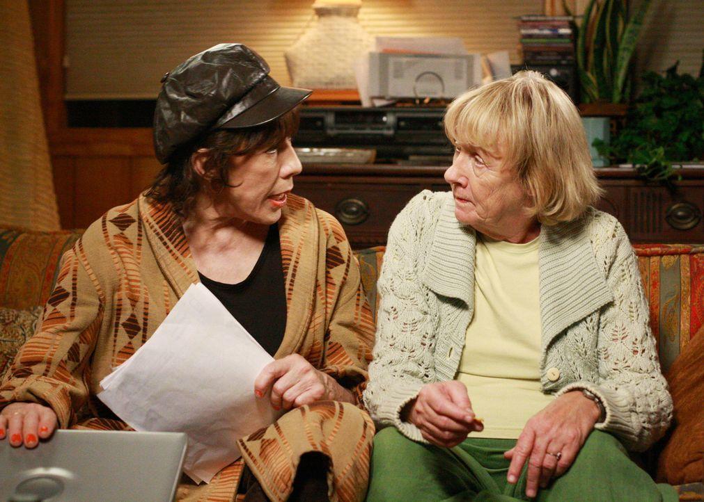 Die Recherchen über Daves Leben gehen weiter: Mrs. McCluskey (Kathryn Joosten, r.) und ihre Schwester Roberta (Lily Tomlin, l.) ... - Bildquelle: ABC Studios