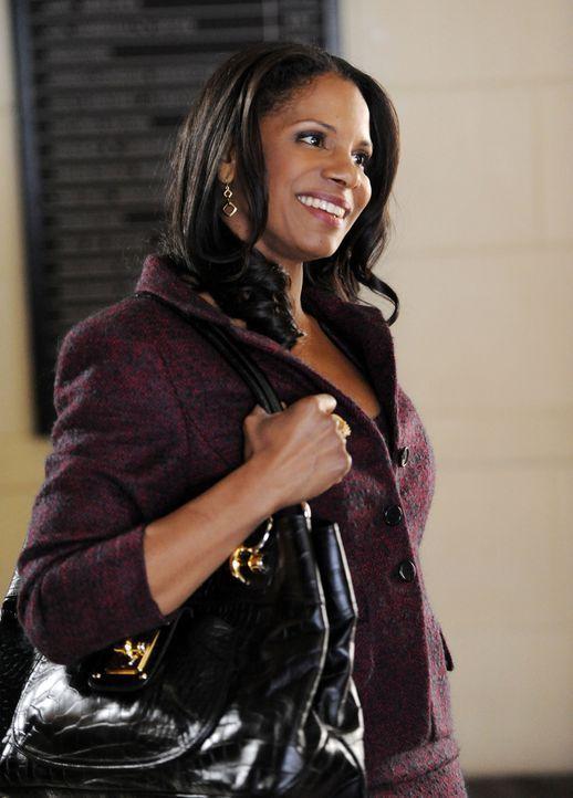 Die Anwältin Liz Lawrence (Audra McDonald) treibt Alicia an ihre Grenzen ... - Bildquelle: David M. Russell 2013 CBS Broadcasting, Inc. All Rights Reserved