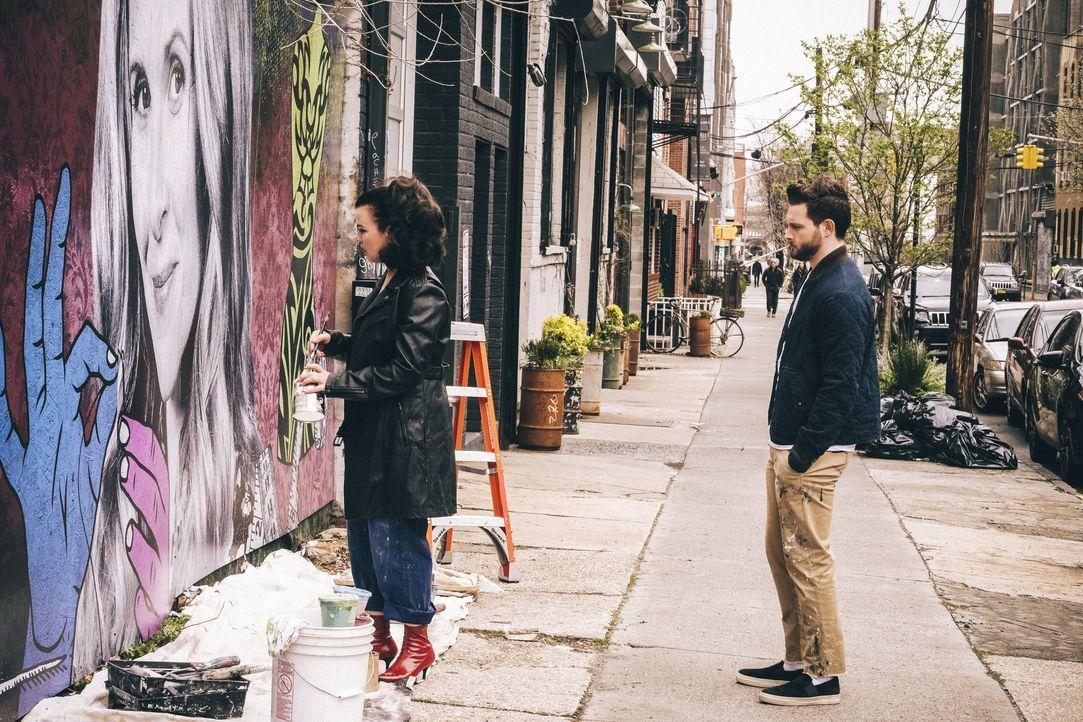 Maggie (Debi Mazar, l.); Josh (Nico Tortorella, r.) - Bildquelle: Hudson Street Productions Inc 2018