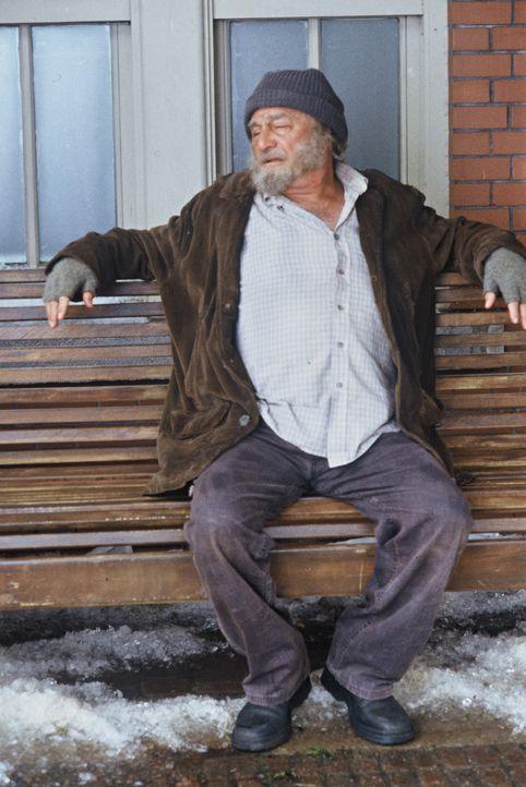 Ist immer für eine Überraschung gut: Engel Max (Peter Falk) ... - Bildquelle: TM &   2012 CBS Studios Inc. All Rights Reserved.
