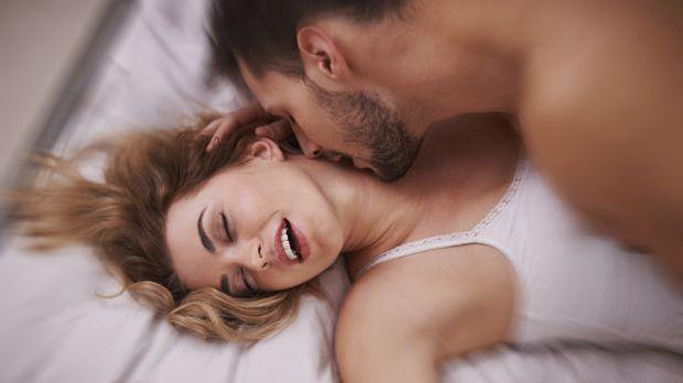 Frau hat einen Orgasmus beim Sex