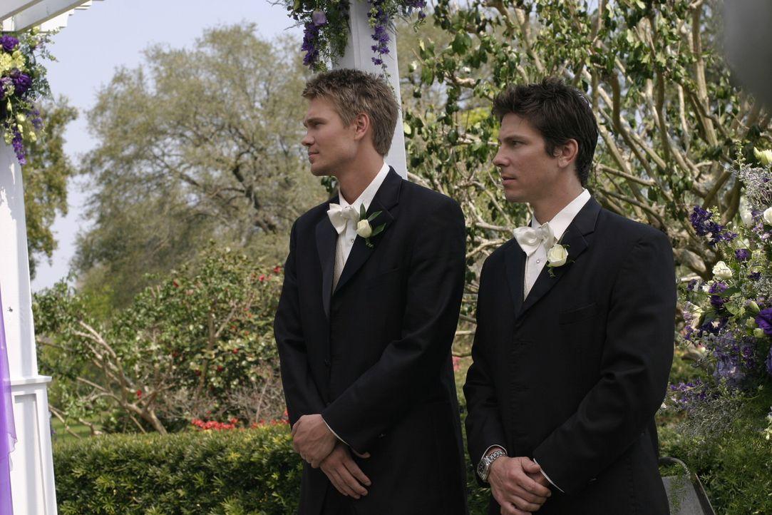 Für die Trauzeugen Lucas (Chad Michael Murray, l.) und Cooper (Michael Trucco, r.) verläuft der Tag nicht ganz perfekt ... - Bildquelle: Warner Bros. Pictures