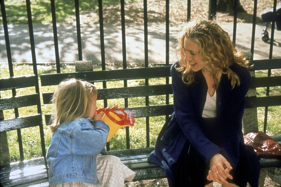 Weil ihre Periode überfällig ist, fragt sich Carrie (Sarah Jessica Parker, r.), ob sie zur Mutter geeignet wäre. - Bildquelle: Craig Blankenhorn 1998 HBO