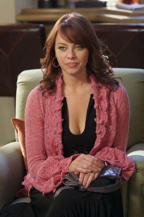 Julie (Melinda Clarke) ist geschockt, als sie vom Date zwischen Veronica Townsend und Dr. Roberts erfährt ... - Bildquelle: Warner Bros. Television