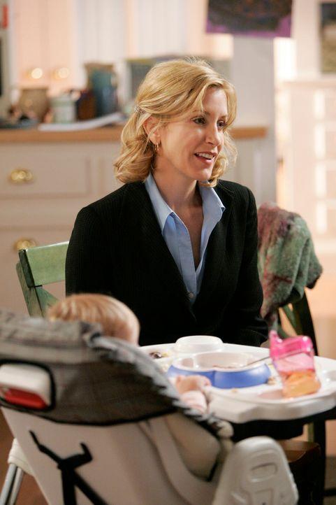 Während Susan entdeckt, dass ihr Ex-Mann bei Edie übernachtet hat, ist Lynette (Felicity Huffman) mit Toms Hausarbeit ganz und gar nicht zu frieden... - Bildquelle: 2005 Touchstone Television  All Rights Reserved