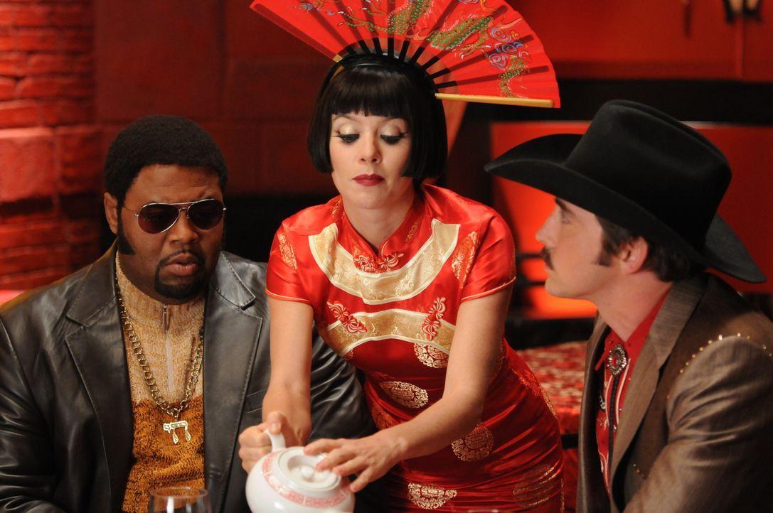 Bao, der Chefkoch des Dim Sum-Restaurant, ist gestorben: Chuck (Anna Friel, M.), Ned (Lee Pace, r.) und Emerson (Chi McBride, l.) suchen nach den Hi... - Bildquelle: Warner Brothers