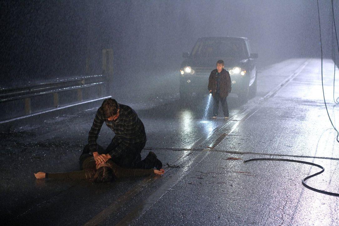 Ein Verkehrsunfall bringt alle in Lebensgefahr: Brooke (Sophia Bush, l.), Julian (Austin Nichols, M.) und Jamie (Jackson Brundage, r.) ... - Bildquelle: Warner Bros. Pictures