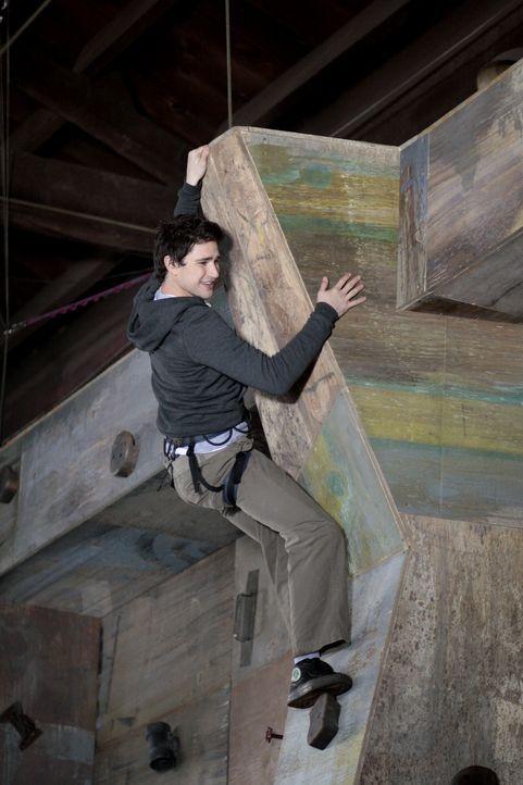 Kyle (Matt Dallas) verbringt viel Zeit damit, seine Fähigkeiten zu trainieren - sehr zum Missfallen seiner Freunde ... - Bildquelle: TOUCHSTONE TELEVISION