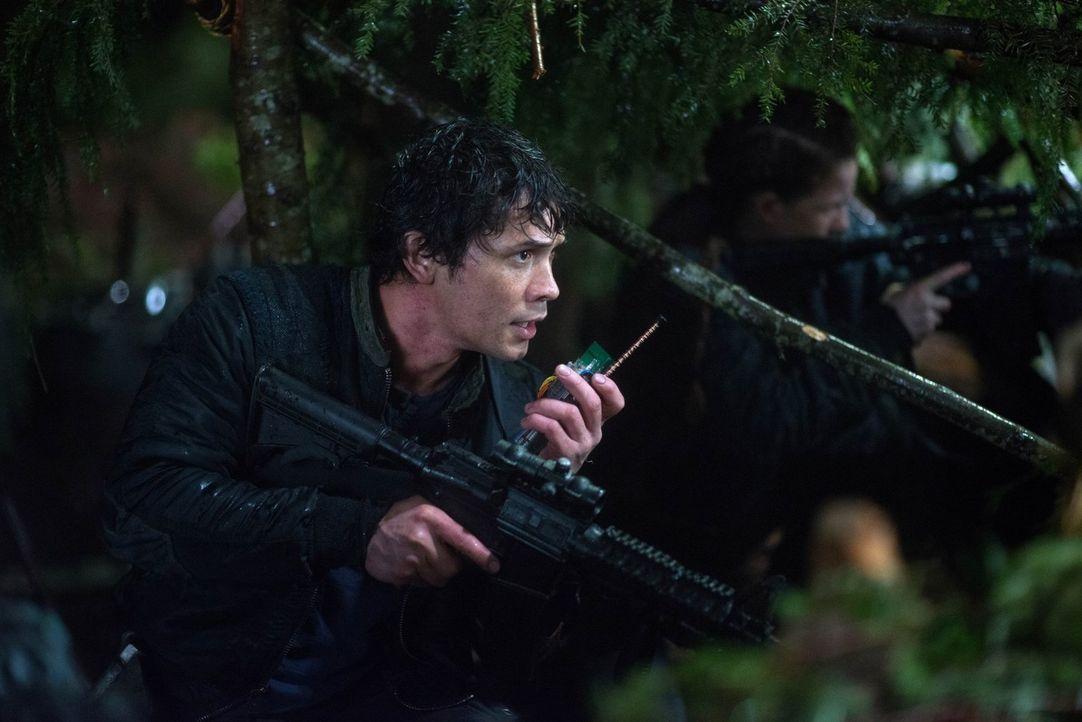Noch ahnt Bellamy (Bob Morley) nicht, dass all seine Technik ihm und seinem Volk eigentlich nur schadet ... - Bildquelle: Warner Brothers