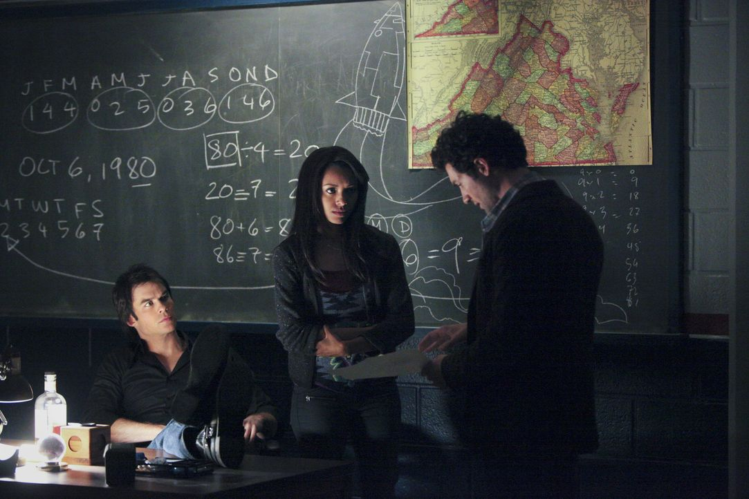 Mit vereinten Kräften versuchen Damon (Ian Somerhalder, l.), Bonnie (Katerina Graham, M.) und Atticus Shane (David Alpay, r.), Elena zu helfen. Das... - Bildquelle: Warner Brothers