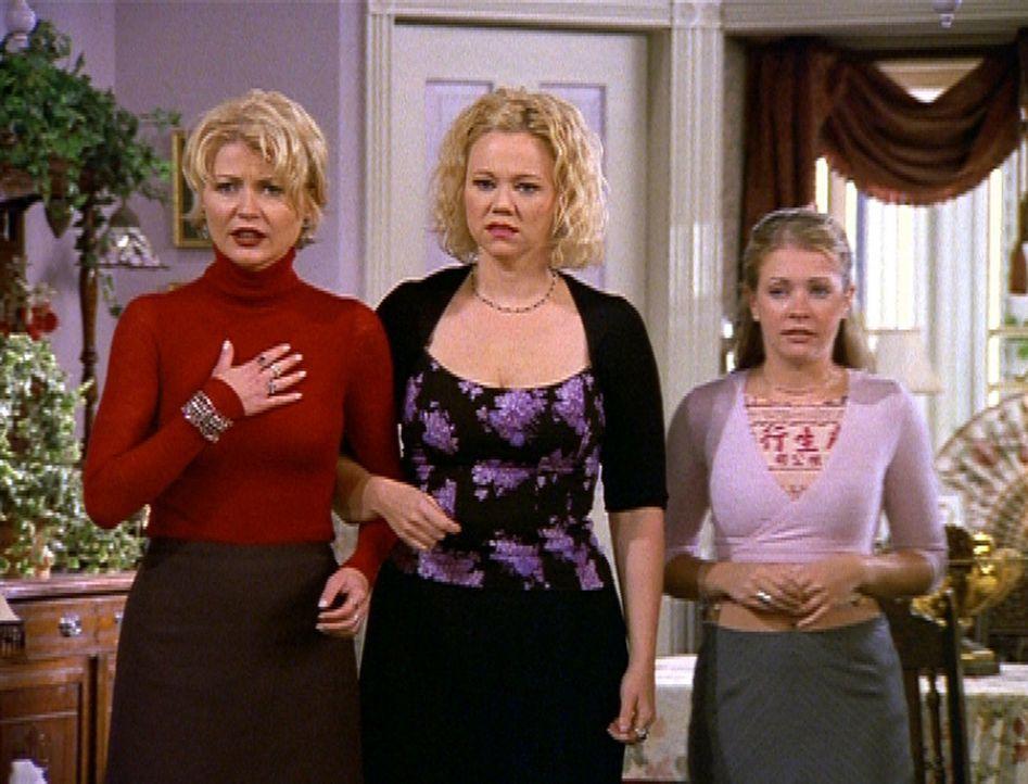 Sabrina (Melissa Joan Hart, r.) will Hilda (Caroline Rhea, M.) und Zelda (Beth Broderick, l.) helfen. - Bildquelle: Paramount Pictures