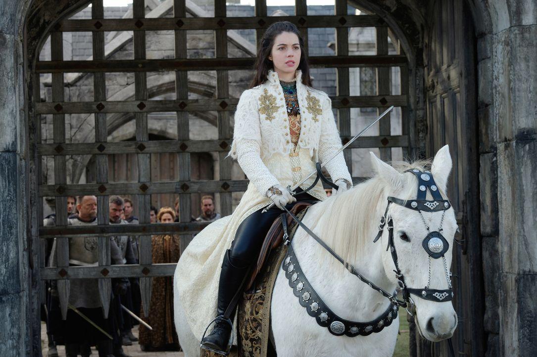Von Lola erfährt Mary (Adelaide Kane), dass es eine Möglichkeit gibt, um sicher nach Schottland zu gelangen, doch sie müsste schnell und unauffällig... - Bildquelle: Ben Mark Holzberg 2016 The CW Network, LLC. All rights reserved.