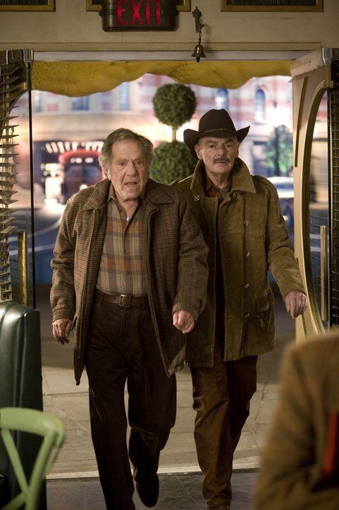 Im Alter von neuen Jahren versteckte sich Olive im Fluchtauto der Kleinkriminellen Buster (George Segal, l.) und Jerry (Richard Benjamin, r.). Die b... - Bildquelle: Warner Brothers