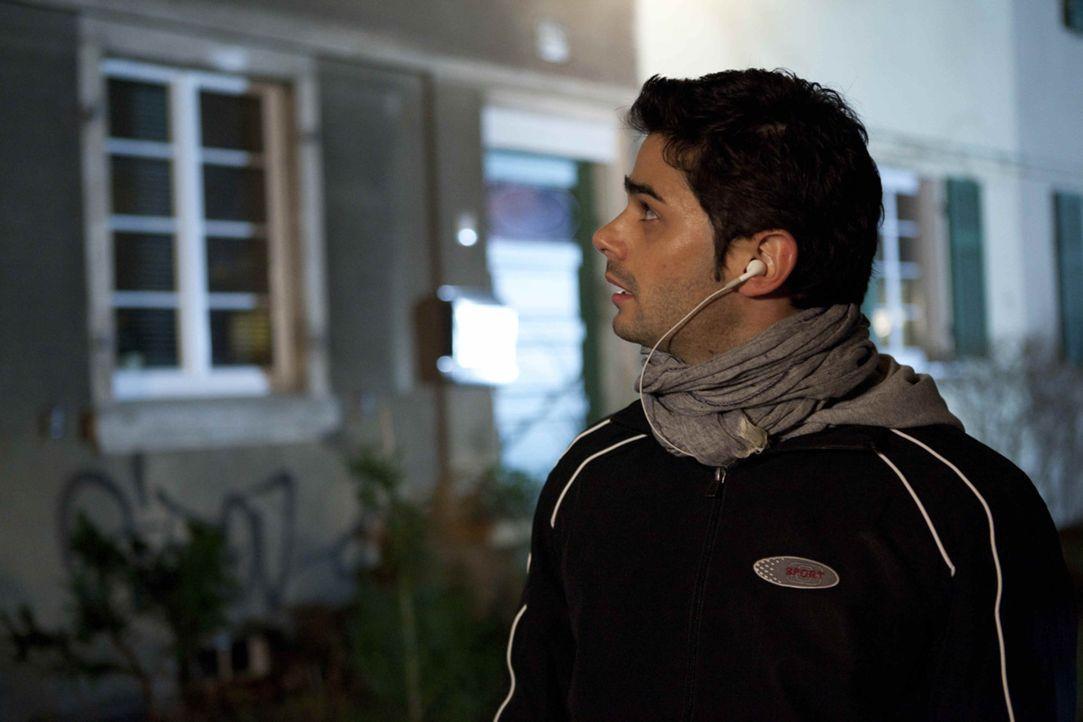 Sebastian (Matthias Kofler) joggt sich den Frust von der Seele. - Bildquelle: SAT.1