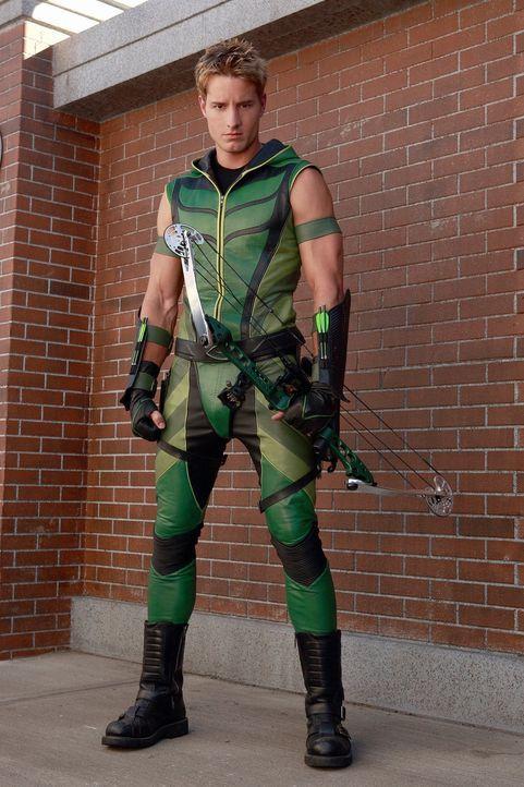 Oliver alias Green Arrow (Justin Hartley) trifft eine schwerwiegende Entscheidung, die diverse Menschenleben fordert ... - Bildquelle: Warner Bros.