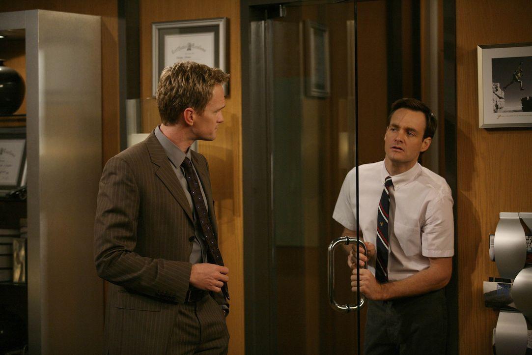 Barney (Neil Patrick Harris, l.) sucht nach einem neuen Bro, da Ted ihm die Freundschaft gekündigt hatte. Der einzige, der dafür allerdings in Frage... - Bildquelle: 20th Century Fox International Television