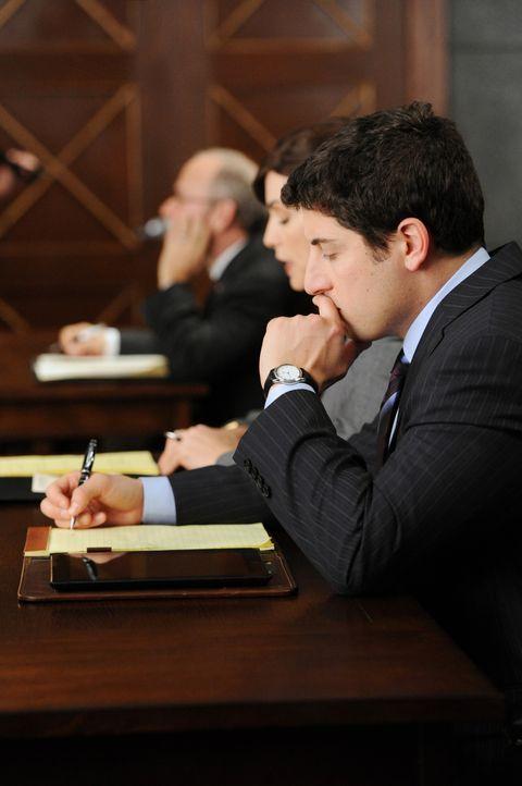 Der Anwalt für Computerrecht Dylan Stack (Jason Biggs) gerät in Schwierigkeiten bei dem Versuch, seinen Mandanten, den geheimnisvollen Mister Bitc... - Bildquelle: 2011 CBS Broadcasting Inc. All Rights Reserved.