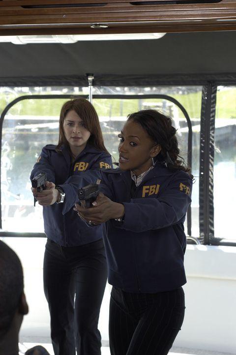 Jess Mastriani (Caterina Scorsone, l.) und Nicole Scott (Vivica A. Fox, r.) kommen einem Gangsterpärchen auf die Spur ... - Bildquelle: Sony Pictures Television International. All Rights Reserved.