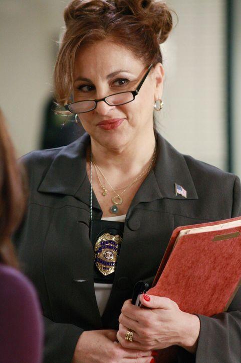 Will mit Susan eine offene Rechnung von früher begleichen: Detective Denise Lapera (Kathy Najimy) - Bildquelle: ABC Studios