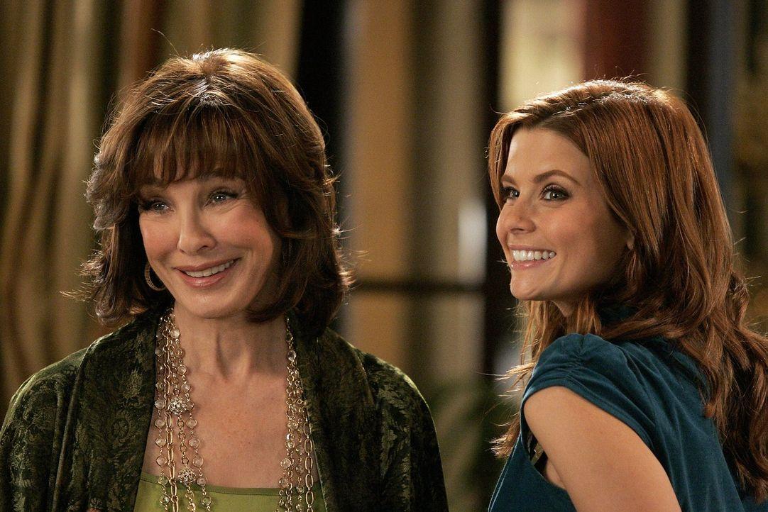 Fernbeziehung - kann das klappen? Laurel (Anne Archer, l.) und Megan (Joanna Garcia, r.) stecken in einer Zwickmühle ... - Bildquelle: Warner Bros. Television