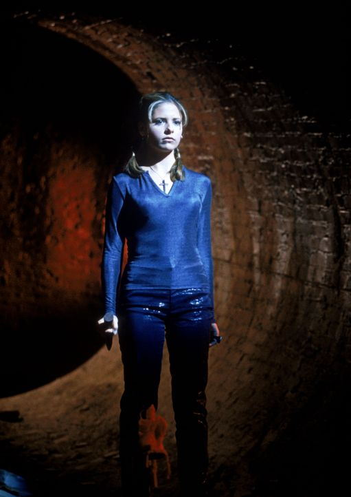 Buffy (Sarah Michelle Gellar) ist auf den Weg in die Unterwelt ... - Bildquelle: TM +   2000 Twentieth Century Fox Film Corporation. All Rights Reserved.