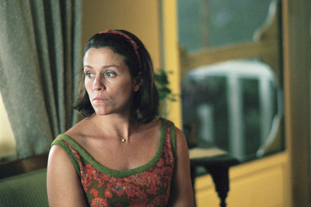 Williams Mutter Elaine (Francs McDormand) träumt davon, dass ihr Sohn was Solides erlernt. Doch ihr 15-jähriger Sohn ist dem Rock 'n' Roll verfall... - Bildquelle: DreamWorks Distribution LLC