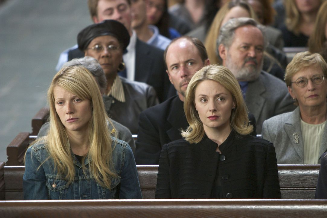 Nehmen Abschied von ihrem Vater, einem genialen Mathematiker: Catherine (Gwyneth Paltrow, vorne l.) und Claire (Hope Davis, vorne r.) ... - Bildquelle: 2003 Miramax Films. All Rights Reserved.
