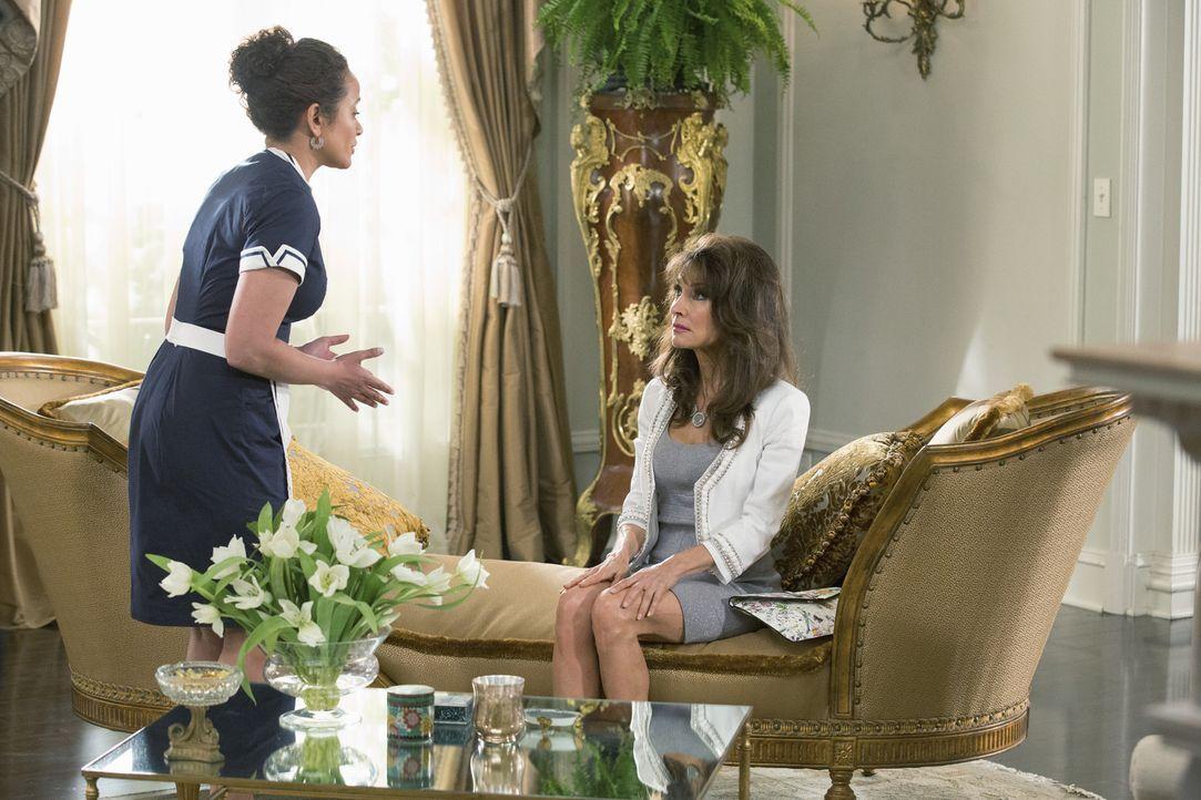 Wollen Genevieves Mutter gemeinsam die Stirn bieten: Zoila (Judy Reyes, l.) und Genevieve (Susan Lucci, r.) ... - Bildquelle: 2014 ABC Studios