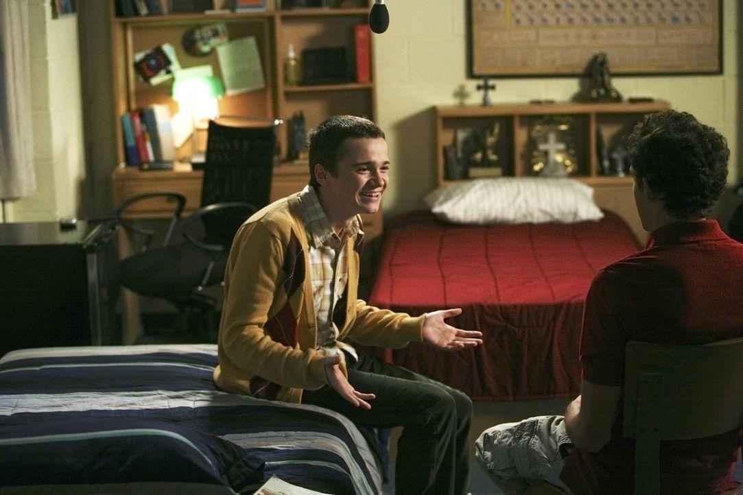 Dale bekommt Besuch von seinem besten Freund Kirk (Dan Byrd, l.), der Rustys (Jacob Zachar, r.) neuer Mitbewohner werden soll. Doch Rusty entdeckt,... - Bildquelle: 2008 ABC Family