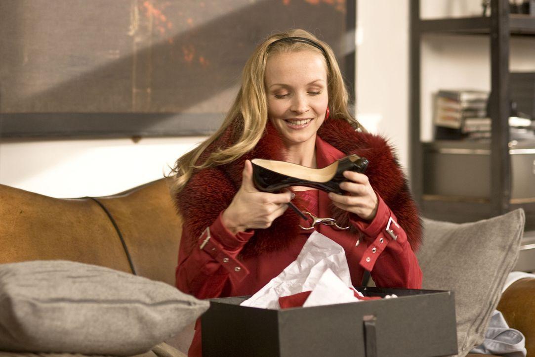 Für Gretchen (Janin Reinhardt) gibt es nichts Schöneres als shoppen zu gehen. Auch ein restlos überzogenes Konto, kann sie nicht davon abhalten,... - Bildquelle: Gordon Timpen SAT.1