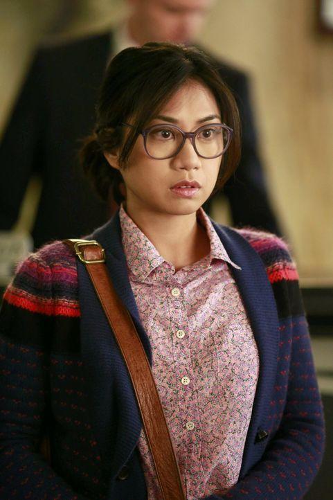Ist besorgt um Kimmie, die soeben von einem echten Mann aufs Hotelzimmer gebeten wurde: Helen-Alice (Liza Lapira) ... - Bildquelle: Warner Brothers