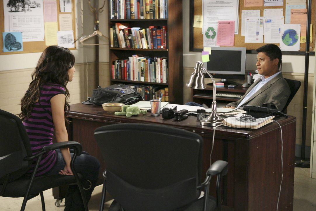 Ricky hat Adrians (Francia Raisa, l.) Herz mehrmals gebrochen - jetzt sucht sie Hilfe bei dem smarten Marc (Jorge Pallo, r.)... - Bildquelle: ABC Family