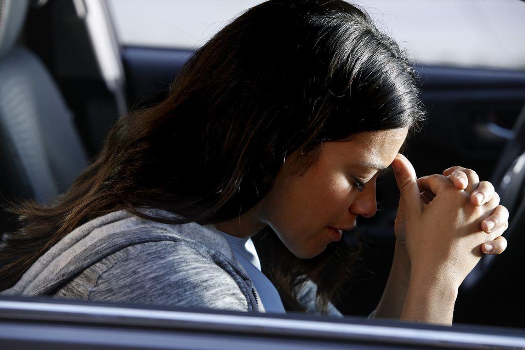 Ist verzweifelt als sie erfährt, dass ihr Sohn entführt wurde: Jane (Gina Rodriguez) ... - Bildquelle: Greg Gayne 2015 The CW Network, LLC. All Rights Reserved.