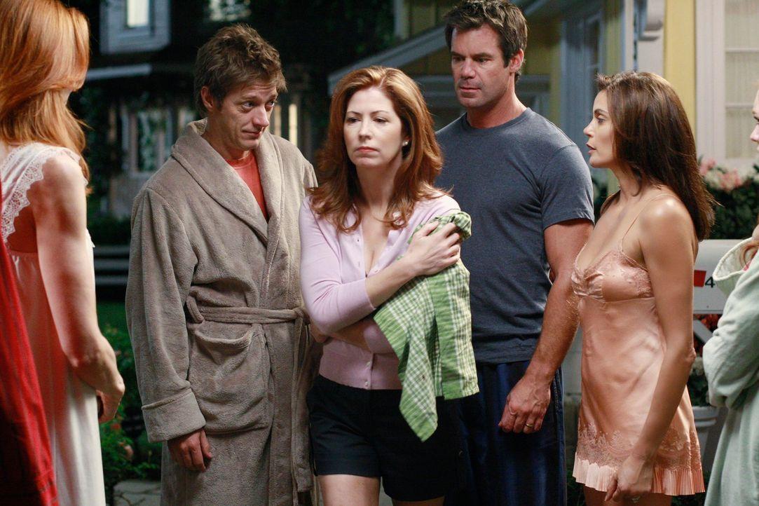 Dannys schlechtes Urteilsvermögen führt zu einem tragischen Unfall, den Angie und Nick vertuschen müssen: Bob (Tuc Watkins, 2.v.r.), Lee (Kevin Rahm... - Bildquelle: ABC Studios