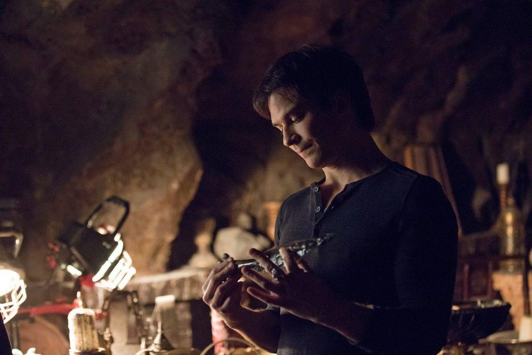 Damon (Ian Somerhalder) glaubt, die ultimative Waffe gegen Cade gefunden zu haben und damit alle Probleme aus der Welt schaffen zu können, doch dann... - Bildquelle: Warner Bros. Entertainment, Inc.