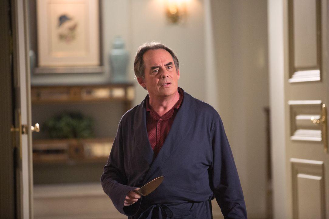 Verliert Adrian (Tom Irwin) jetzt vollkommen den Verstand oder möchte jemand ihm lediglich weiß machen, dass es so wäre? - Bildquelle: 2014 ABC Studios